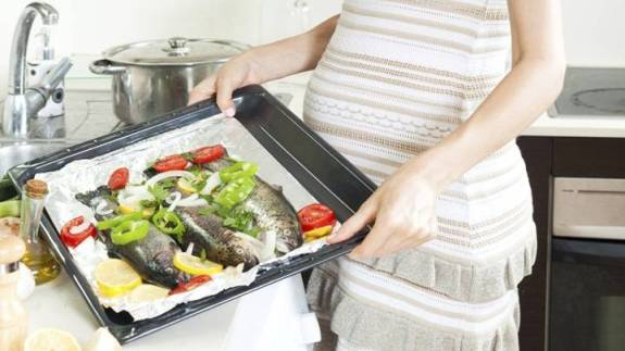 High-Fish-Intake-During-Pregnancy-Increases-Obesity-Risk-In-Babies.jpg